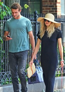 FLYNET - Jessica Hart And Boyfriend Out In New York City